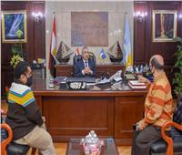 للوقوف على التحديات التي تواجههم.. محافظ الإسكندرية يلتقي نقيب الأقزام