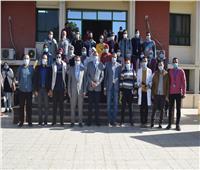 قافلة جامعة سوهاج الطبية تعالج 632 شخصا بقرية سعدالله