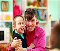 للأمهات.. 11 خطوة للتعامل مع الطفل ذوي الاحتياجات الخاصة