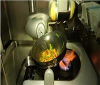 «الطباخ الآلي» يُحضر عشاء طلاب المدارس الصينية للحد من انتشار «فيروس كورونا»