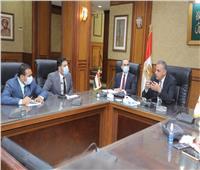 محافظ سوهاج يلتقي خريجي البرنامج الرئاسي لتأهيل الشباب للقيادة