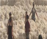 في أستراليا.. فيضانات وكميات هائلة من الرغوة بـ«الشواطئ»