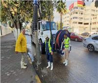 محافظ الجيزة يتابع أعمال شفط مياه الأمطار بالأحياء والمراكز