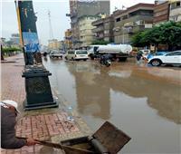 استمرار الطقس السيئ بدمياط وجهود مكثفة لإزالة أثار الأمطار