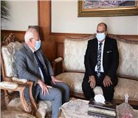 محافظ بورسعيد يستقبل نقيب الأطباء.. ويشيد بالجيش الأبيض لمواجهة كورونا