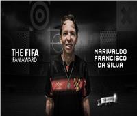 سار 12 ساعة لتشجيع فريقه.. مشجع برازيلي يفوز بجائزة الفيفا
