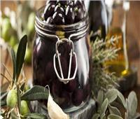 في ٤ خطوات.. طريقة عمل مخلل الزيتون الأسود في المنزل