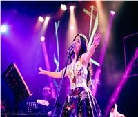 عشاق الموسيقى العربية يتفاعلون مع أغاني «نيفين رجب»