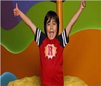 طفل «يوتيوبر» يكسب 30 مليون دولار في عام!