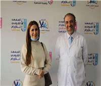 نسرين طافش تزور مستشفى الثدى التابع للمعهد القومى للأورام ٧٧٧ لدعم المريضات