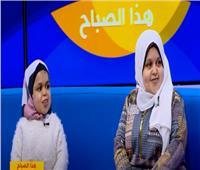 شقيقتان من قصار القامة يحاربان التنمر بالفن والكروشيه.. فيديو