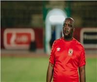 رغم إصابته بكورونا| موسيماني يجتمع مع جهاز الأهلي قبل مواجهة بطل النيجر