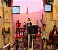 «الأسقفية» بالجيزة تحتفل بترانيم الميلاد على أضواء الشموع