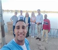 السفير البريطاني بالقاهرة وعائلته في زيارة للأقصر