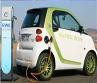وزير قطاع الأعمال يكشف موعد ظهور أول «سيارة كهرباء» في القاهرة
