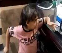 فيديو| رجل يتبرأ من والده بسبب «الوصية»