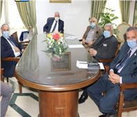 محافظ جنوب سيناء يناقش مقترح مشروع تطوير كورنيش مدينة دهب