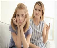 اتركه يعبر عن رأيه.. 7 نصائح للتعامل مع ابنك المراهق