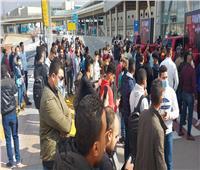 العشرات ينتظرون وصول بيج رامي بمطار القاهرة الدولي |صور