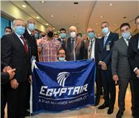 لحظة وصول بيج رامي إلى مطار القاهرة .. صور