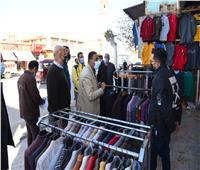 محافظ مطروح يشارك فى حملة توزيع الكمامات على المواطنين