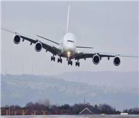 لحظة هبوط طائرة ضخمة وسط «فيضان».. فيديو