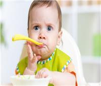 5 أخطاء شائعة عند إدخال الطعام للطفل الرضيع