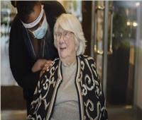 سويدية عمرها 104 تهزم كورونا قبل الكريسماس وتحتفل مع أسرتها
