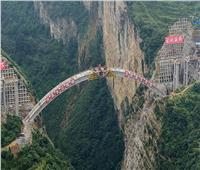 بالفيديو..السلطات الصينية تفجر جسر عبور سيارات