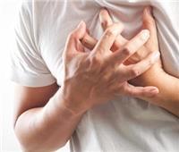 تورم الكاحلين دليل على مشكلات في القلب والأوعية الدموية