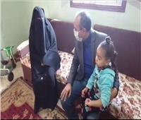 رئيس مدينة سمنود يزور «حنين» ضحية التعذيب في حضانة