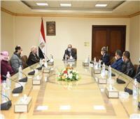 وزير الإنتاج الحربي يلتقي 11 متدربا من العاملين بالهيئة العربية للتصنيع
