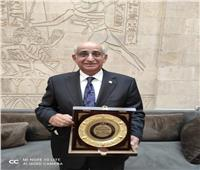 النائب حسانين توفيق بعد تكريمه  .. صور