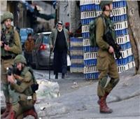 فيديو| جندي إسرائيلي يسرق «علبة سجائر» من متجر فلسطيني