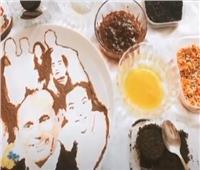 فيديو| داليا حسني.. فتاة تحترف رسم المشاهير «بالأكل»
