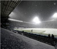 «الثلوج» تكسو ملعب وست بروم وآرسنال.. صور