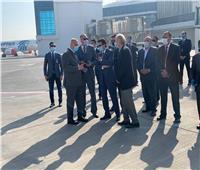 وزير الرياضة ورئيس «الدولي لكرة اليد» يشهدان وصول منتخب اليابان.. صور