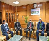رئيس جامعة أسيوط يستقبل وفدا من وزارة التعليم العالي لمراجعة الجودة