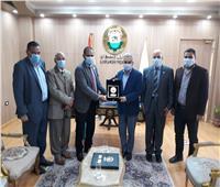 رئيس جامعة أسوان يستقبل ممدوح الدماطي وزير الآثار السابق