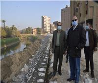 محافظ أسيوط يتفقد أعمال تبطين الترع ورصف الشوارع بقرى مركز أبوتيج