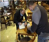 إغلاق محلات وكافيهات وغرامات فورية لمخالفي ارتداء الكمامة بالإسكندرية