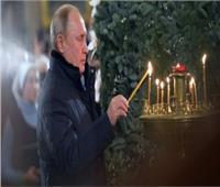 بوتين يفاجئ المواطنين بزيارة أحد الكنائس في عيد الميلاد