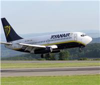 شركة طيران تستخدم لقاحات «كورونا» للترويج لرحلاتها.. وتتعرض للتحقيق