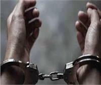 التحقيق مع سائق وعاطلين سرقوا المواطنين داخل «ميكروباص»