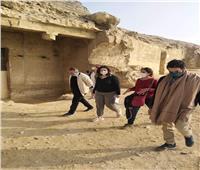 وفد من «السياحة» يتفقد أعمال تطوير منطقة بني حسن الأثرية