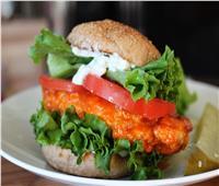 «جددي في مطبخك».. أسهل طريقة لعمل «ساندوتش بافلو الدجاج»