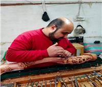 حكايات  الأويمجي في دمياط.. فن النقر على الخشب بـ«حنية»