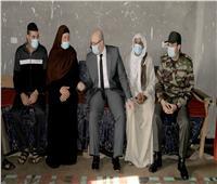محافظ بني سويف يقدم واجب العزاء لأسرة الشهيد «محمود حنفى»