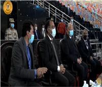 «مدبولي» ينقل تحيات الرئيس السيسي لـ«فراعنة اليد» | فيديو