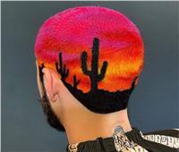 صور| مصفف شعر يصمم لوحاته الفنية على رأس زبائنه